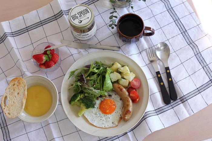 ワンプレート料理も、お皿を目一杯使って盛り付けるとカフェっぽくなりますよ。