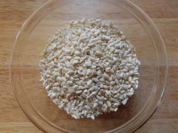 味噌作りに必要な材料は【大豆、米麹、食塩】です。 だいたい大豆1kgに麹が1~2kg、食塩が500gぐらいで5kgほどのお味噌ができます。