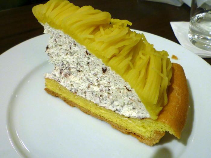 濃厚なマロンペーストが主役の「マロンケーキ」