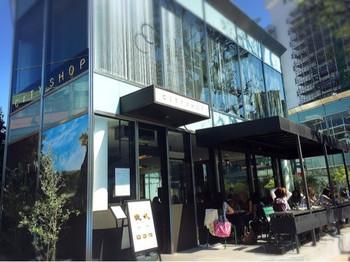 南青山のおしゃれな街並みの中にある「City Shop(シティショップ)」は都市部に住む若い世代のライフスタイルに自然に溶け込み、新たなスタンダードを発信出来るようなファッションやフード、カルチャーを提供しているライフスタイルショップです。