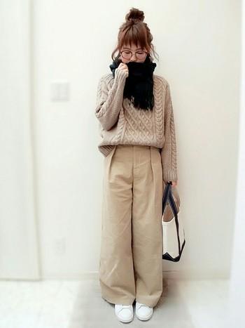 使うほどに馴染んでくるのも、このバッグの良いところ。古着やナチュラルテイストの服によく合います。