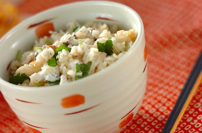 お祝い事には、豪華な鯛めしはいかがでしょうか?グリルで焼いた鯛ともちもちのお米が、見事なハーモニーです。お米に鯛の旨味がマッチして、とってもおいしそう♪