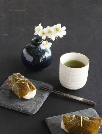 桜餅は、もち米さえあれば道明寺粉がなくても作れるんです♪しかもレンジで作れるので、とってもお手軽。ひな祭りの日などには、ぜひこのレシピで作ってみてください。
