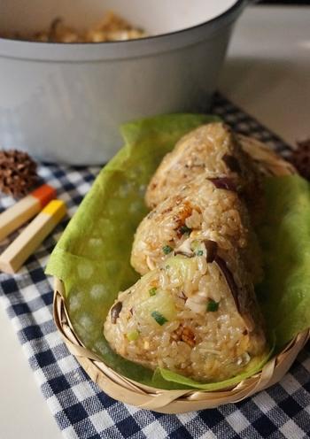 もち米とキノコは間違いない組み合わせ。これを中華風に味付けすれば、子供から大人まで楽しめる美味しさになります。ほくほく感とモチモチ感、両方を一度に味わえるレシピです。