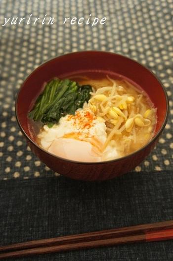 日本人なら、スープといえば何といっても「お味噌汁」ですね。豆もやしを使ったお味噌汁で、栄養たっぷり♪ 卵を落とせばたんぱく質も同時に摂取できますよ。
