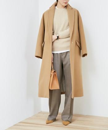 落ち着いた色味であれば、少し着崩した服装もOKな会社もあると思います。センタープレスのパンツで、ちょっときちっとした印象に。