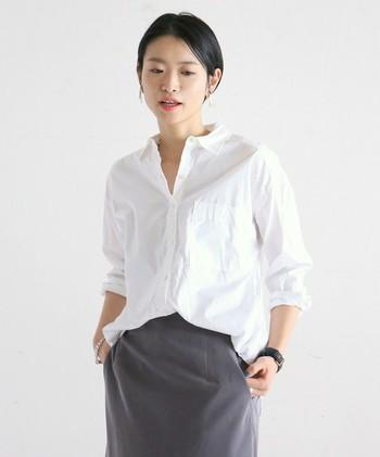 洗練された雰囲気の上品なシルクシャツ。ベーシックでシンプルなデザインだからこそ、ここぞ!という時のために、とっておきの1枚を持っていたいですよね。