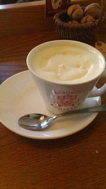 定番のクルミド珈琲にホイップクリームをのせたウインナコーヒー。