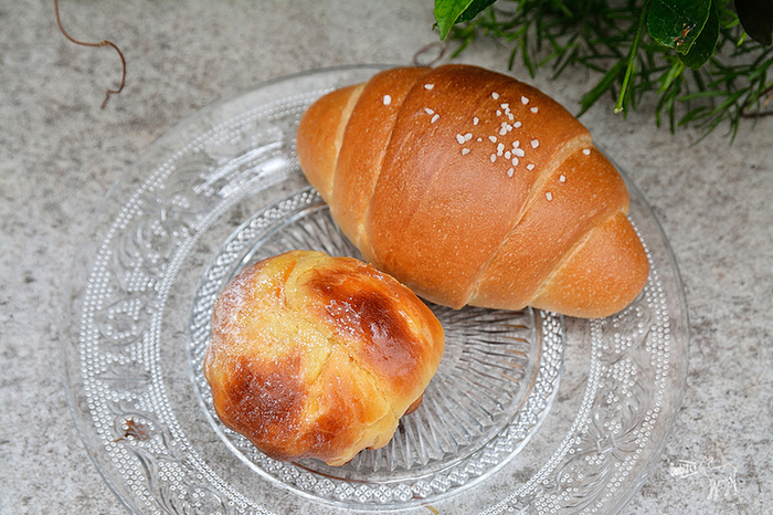 その土地や料理に合うよう、複数の粉をブレンドして作るパンはどれも絶品*一口ずつ、ゆっくりと噛み締めて味わいたいパンです。