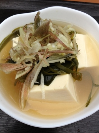 体に優しそうな、豆腐汁。特に秋口や冬場には身も心も温めてくれます。