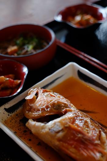 そこで今回は、美味しく作った和食をきちんと並べる、基本の和食の並べ方と、一汁三菜の基本的なレシピについて一緒に学んでいきたいと思います。
