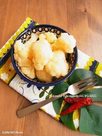 カリフラワーのカリッとした歯ごたえ、甘酸っぱい中にピリッとするスパイスが食欲をそそります。カレーや肉料理の付け添えにピッタリ♪
