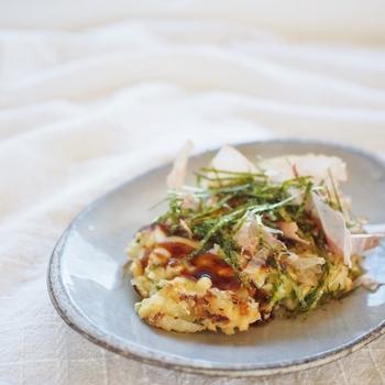 鍋同様、みんなでワイワイ食べたいお好み焼き。キャベツじゃなくて白菜でも十分おいしく楽しめます。