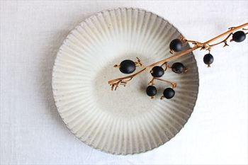 菊模様が美しい大皿は、料理をおいしく魅せてくれます。