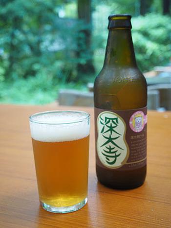 秩父山系の名水で醸す「深大寺ビール」は、そば処各店で飲める地ビール。名物のおそばとともにいただくと最高ですよ!
