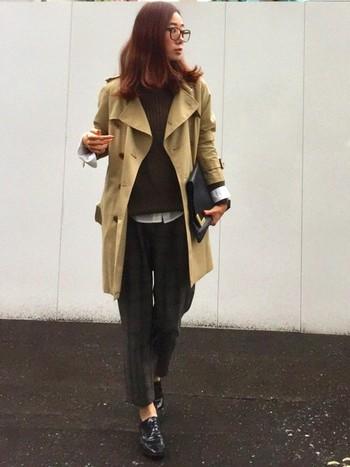 暗めのチェック柄パンツは主張しすぎず、シンプルに着こなせるので落ち着いた雰囲気になりますね。