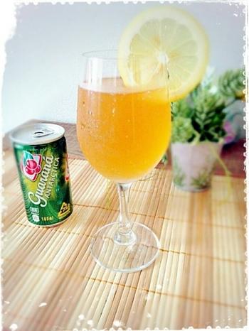 フランス語で「混ぜ合わせた」という意味のパナシェ。爽やかに飲めるからこそ、飲みすぎに注意! ブラジル一番人気のガラナ飲料「ガラナアンタルチカ」を使ったレシピです。レモンの酸味でサッパリ!暑い夏にオススメのカクテルです☆