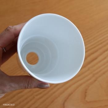 ドーナッツドリッパ-は角度・穴・段々の3つにこだわって作られています。ドリッパ-を縦長にして内側に段々を作ることで、粉の量を増やすことなく味わい深いコーヒーを抽出できます。
