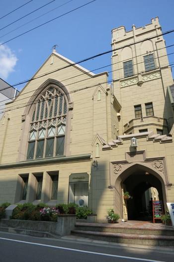 昭和4年に建てられた「旧神戸ユニオン教会」を利用した「フロインドリーブ 本店」。国の登録重要文化財に指定された建物です。