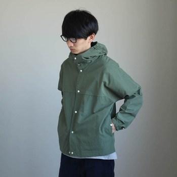 上質な風合いで着る人を選ばないアイテムは、トレンドに流される事のないオンリーワンなスタイルを作れます。