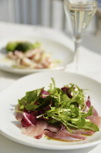 前菜やアラカルトメニューも豊富で美味。色々と頼んで、ワインと共に楽しむのもオススメ。