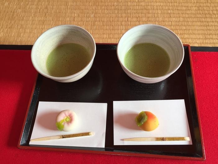 御茶屋では本格的なお抹茶と和菓子を楽しむことができます。和菓子は季節に合わせたものを目と舌で季節を味わって楽しんで。