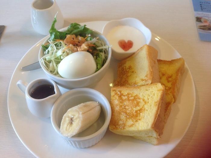 愛媛の喫茶の代名詞と言っても過言ではない『羅座亜留(らざーる)』。松山市を中心に、本格炭火焼珈琲が飲めるチェーンとして全9店舗展開。それぞれの店舗によって建物の趣が異なります。機会があれば、いろんな羅座亜留の雰囲気を楽しんでみて下さい。
