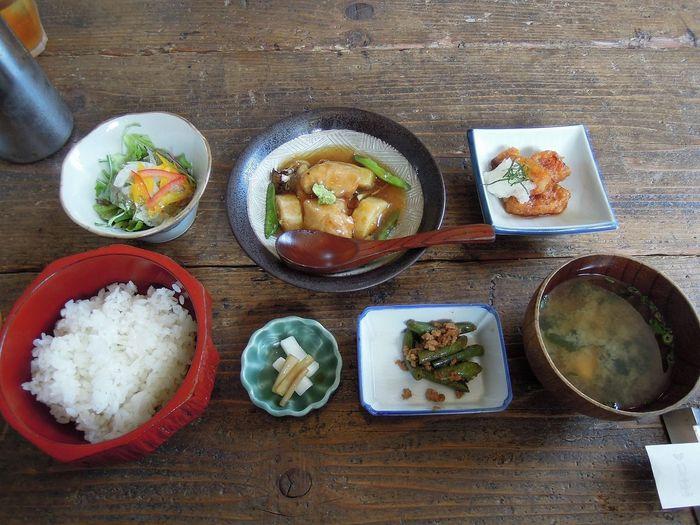 ヨーロッパのような空間ながら、食事メニューは身体に優しい和風というギャップもたまりません。ていねいにつくられた、美しい料理の数々。