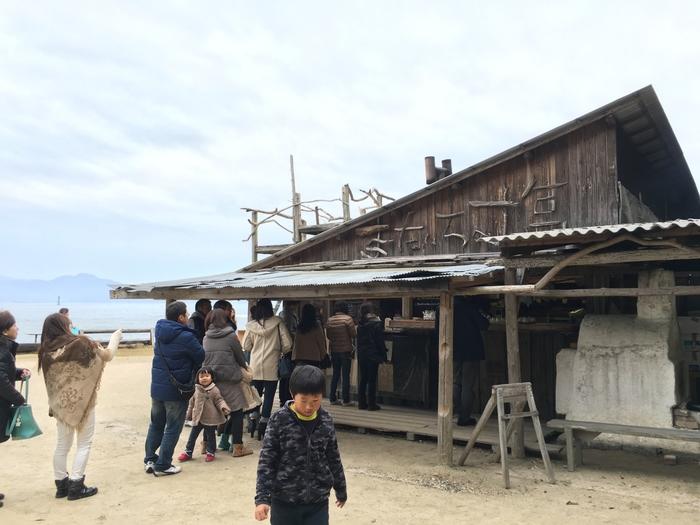 糸島には、工房や窯元も数多くあり物作りのアーティストの方々がたくさんいらっしゃいます。  豊かな自然の中で育まれるものは食べ物だけではなく、芸術的な知性や創造力を生みだすパワーも秘めているようです。