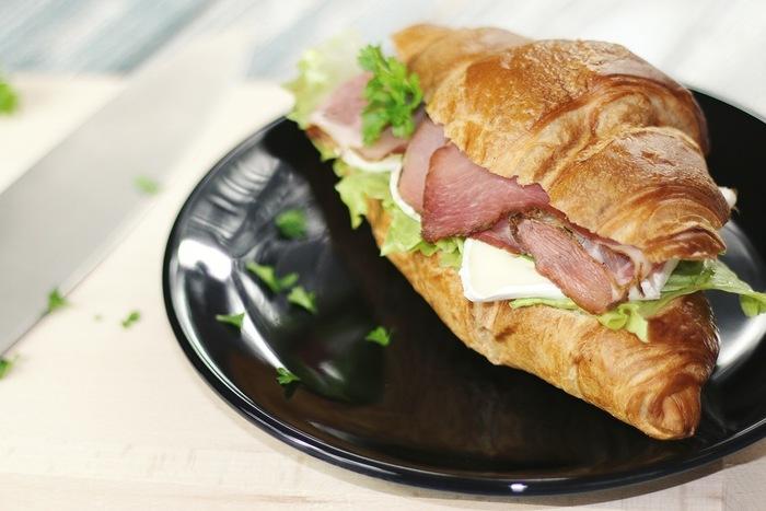ファーストフードが恋しくなったら、モーニングにもランチにもうれしいサンドイッチはいかが?こだわりの食材で作られたサンドイッチは、体も心も潤う美味しさです。