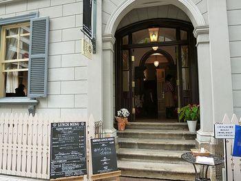 現在は、神戸で有名な飲食店TOOTH TOOTHのレストランカフェが入居しています。