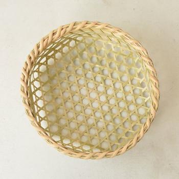 とくに竹ざるは、ざるそばを盛ったり、野菜の茹で上げや乾燥など、日常の中で色んな活躍をしてくれるしなやかさが特徴です。