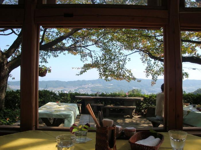 奈良県生駒山にある隠れ家レストランン「ラッキーガーデン」の魅力をご紹介しました。