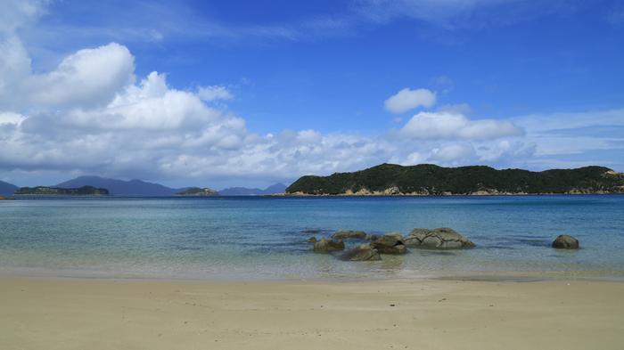 長崎市西方の東シナ海に浮ぶ5島(福江、久賀、奈留、若松、中通)を中心に140もの島からなる五島列島。
