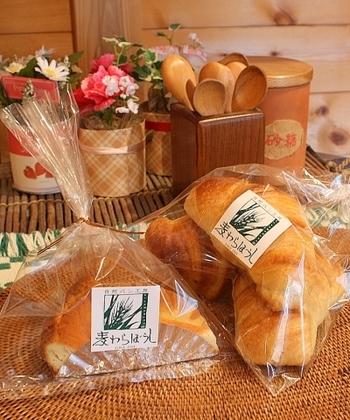 """""""素材の持ち味を生かし、アレルギーでも安心して食べられるパンを""""をモットーにシンプルなパンを揃える「麦わらぼうし」 国産小麦、天然酵母、自然塩、砂糖もそれぞれのパンに合わせて使いわけ、体に優しいパンを作られてます。"""