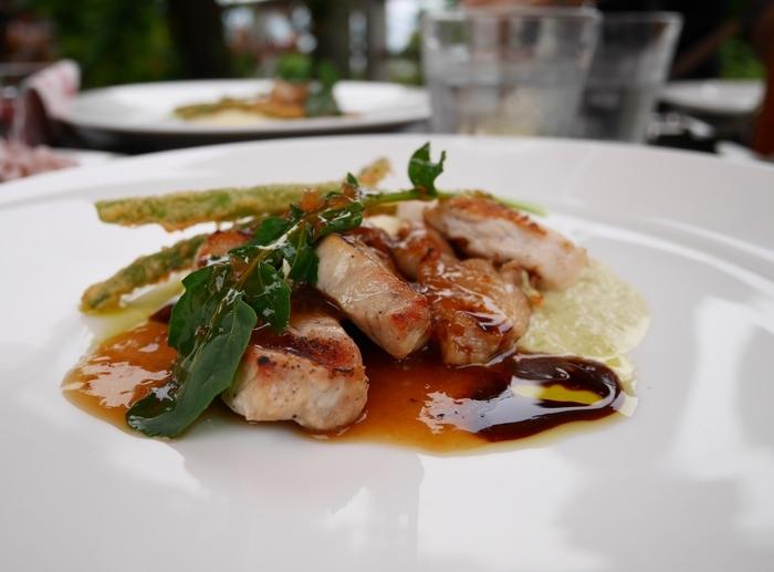 お肉料理は単品で5種類。お目当てはやっぱり糸島豚と糸島ソーセージです。お友達とバラバラに注文してシェアして食べるのもいいですね。  こちらは豚ロースのグリルです。とっても美味!