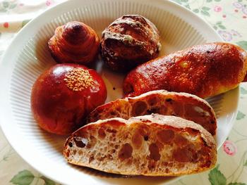 パンの種類はハード系より、食パンや惣菜パンなどが中心。 季節のデニッシュなどシーズンごとの新作も美味しい。
