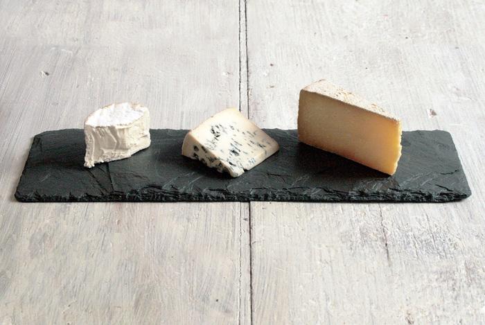 横に長いスレートは実はテーブルに置きやすく、ポイント使いに最適。チーズを並べてみたり、お刺身を並べてみたりして楽しんで。