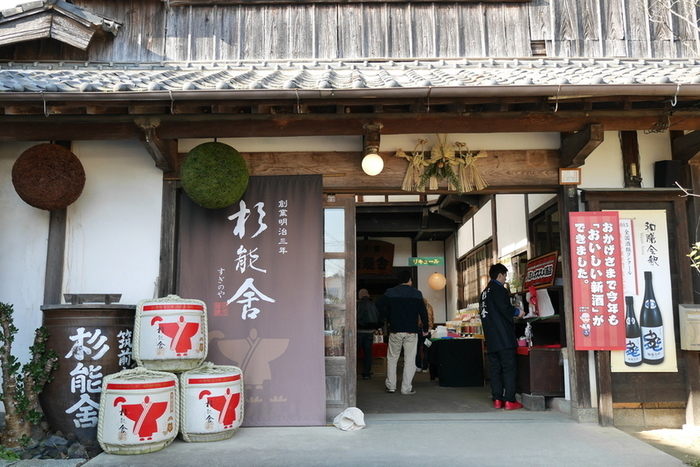糸島の地元の酒蔵「杉能舎(すぎのや)」さんです。  酒蔵ならではの発酵食品の特徴を活かしたパンが魅力のパン工房は杉能舎麦酒工房の隣に併設してあります。