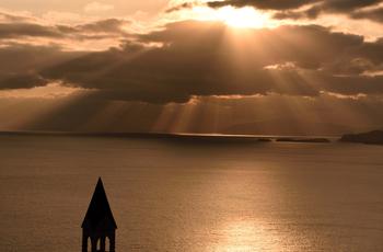 この場所にはユネスコの世界遺産暫定リストに登録されている、数多くの素敵な教会があります。 「長崎の教会群とキリスト教関連遺産」は、長崎におけるキリスト教の伝来と繁栄、激しい弾圧と250年もの潜伏、そして奇跡の復活という、世界に類を見ない布教の歴史を物語る資産なのです。  限られた日数での観光ならば、教会建築で有名な「鉄川与助」の足跡をたどってみるのもオススメです。