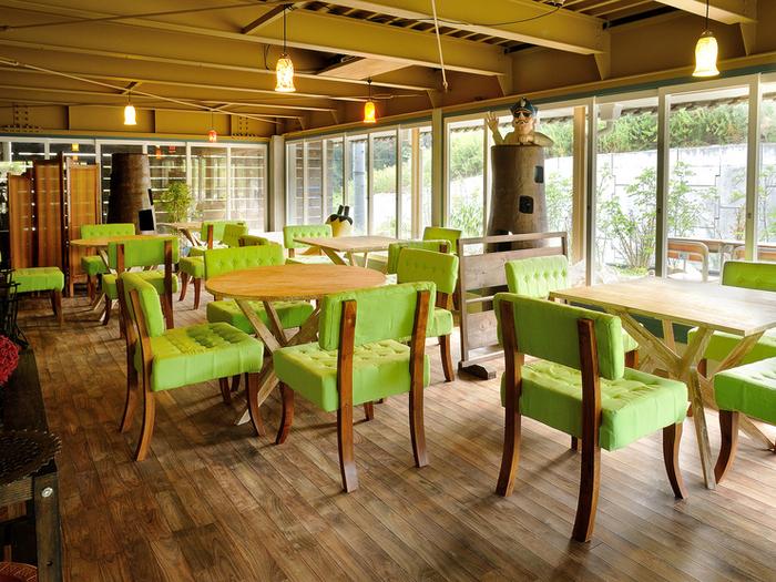 古民家を改装しているためカフェの店内は広々としています。座席も100席あります。