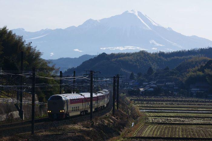 鳥取県西部に位置している米子市は、山陰のほぼ中央にあり、松江や出雲などの有名観光都市にもほど近く、山陰の玄関口とも呼ばれています。