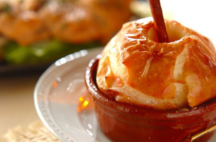 シナモンの風味が食欲をそそる焼きリンゴです。トロトロのリンゴはとっても熱いので、食べるときに注意してくださいね。