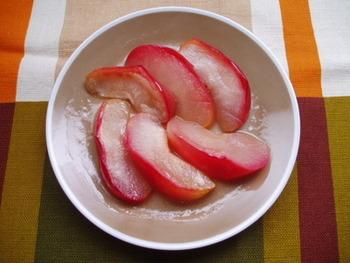 りんごがちょっとしかなくても大丈夫!家族にそのまま食べたい人がいても大丈夫!自分の分だけ、ぱぱっと作ってみませんか?パンにのせて食べても◎