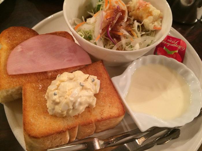 フワッと焼き上げられたトーストはもちろん厚切り。薄切りのハムがいい仕事してくれます。  ☆9:00~21:00 ★朝食営業、ランチ営業、日曜営業  ※最新の営業時間は下記HPよりご確認ください。