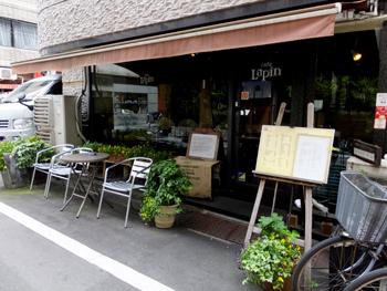 「カフェ・ラパン (cafe Lapin)」は、JR御徒町から歩いて5分。上野松坂屋の近所の、昔ながらの雰囲気の良い喫茶店。自家焙煎の美味しい珈琲が頂けると評判です。