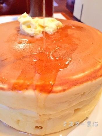 ここの名物は、丁寧にじっくりと焼き上げた「ホットケーキ」。このホットケーキ目当てに、遠方から多くの人が足を運ぶほど評判です。
