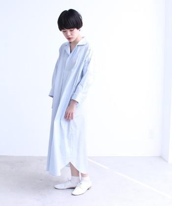 淡めのブルーシャツスカートはアイテムの組み合わせを考える必要もなし♪無条件に爽やかさを演出することができます。