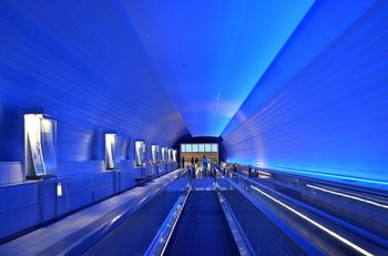 なんと九州国立博物館と太宰府天満宮はこのエスカレーターで繋がっているんです。太宰府天満宮からエスカレーターを乗り継ぐと九州国立博物館へ。このエスカレーターの壁は色が変わってとても幻想的。移動中も楽しめますよ♪