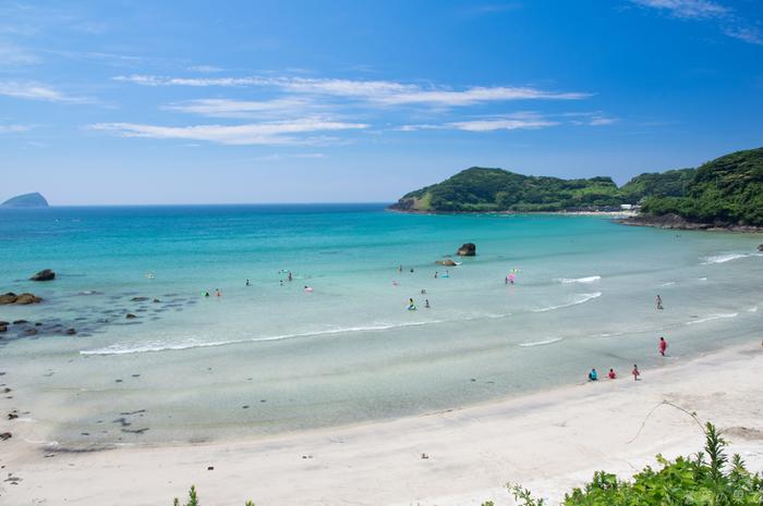 数々の海を見てきた人でも息を呑むほどの美しい浜辺です。観光名所も多い平戸を訪れた際には、ぜひ立ち寄ってみてください。